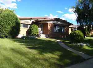 Nice furnished bdrm in a big house close to Southgate Mall Jan 1