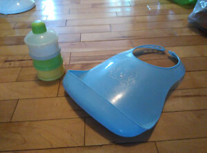 Baby feeding bib and portable formula container