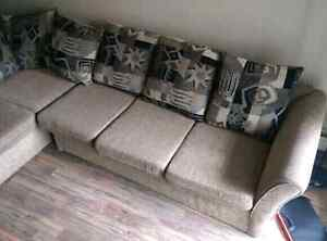Good condition sectional couch!