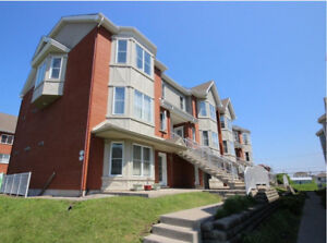 Beautiful Condo 4½ with 2 interior parking all appliances dix 30