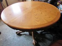 ANTIQUE DINING TABLE WITH CLAW FEET + 6 CHAIRS