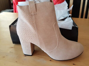 WOMEN'S SOCIOLOGY BEIGE STUDDED ANKLE BOOTS SIZE 10