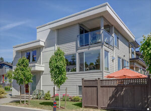Like New Ocean View Contemporary Furnished 3 Bedroom Home