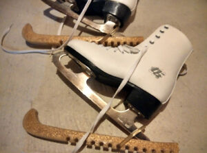 Skates, guards and carrying bag