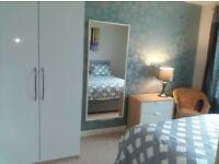 Ensuite Room - Rent by the Week