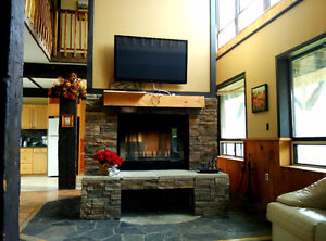 Blue Mountain Chalets (7 -9 bedroom/ wifi / hot tub sleep 16-22)