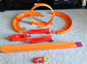 Assorted Hot Wheels accessories