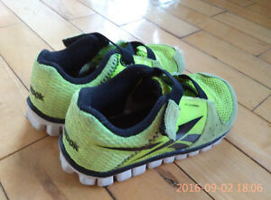 Reebok sport shoes for boy -size 7.5 Gatineau Ottawa / Gatineau Area image 2