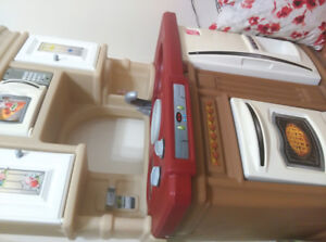Kid play kitchen , very good condition