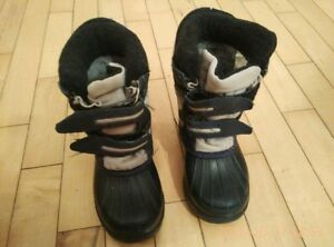 Winter boots for boy - size 5, 7 and 8