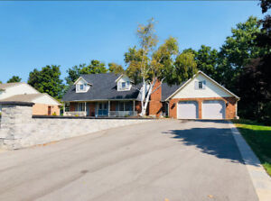 EXECUTIVE HOUSE FOR  LEASE  - WATERDOWN - 15 min. TO THE GO