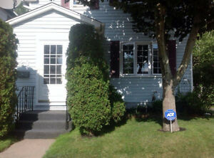 PET FRIENDLY 2 BEDROOM DUPLEX : CABLE & INTERNET INCLUDED