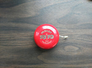 Wooden Parker Brothers Yo-Yo Top Pro Tournament. Red.