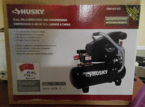 Husky 3 GAL Electric oil lubricated air compressor