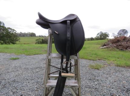 """15"""" Wintec Dressage Saddle"""