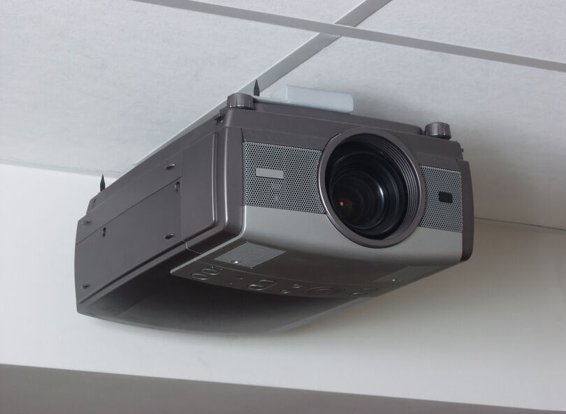 Deciding Between LCD, DLP, and LCoS Home Cinema Projectors