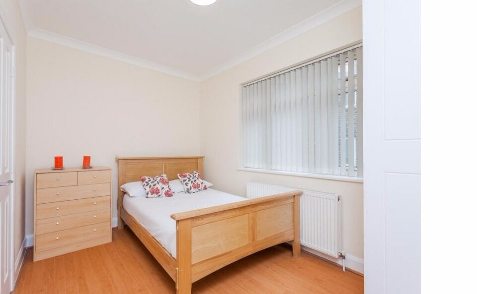 -Modern and superb one bedroom apartment on Edgware Rd. **ALL BILLS INCLUSIVE**