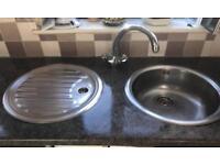 Circular sink and drainer