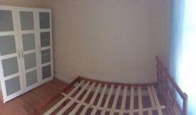 Huge double room in Westferry.