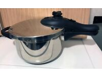 Morphy Richards Pressure Cooker 2.7 L - Stainless Steel