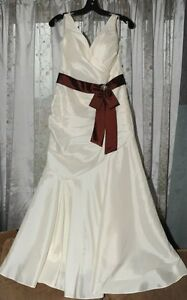 Wedding dress with detachable sash $ 200