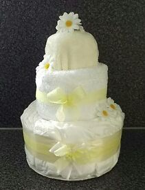 Baby nappy cake in lemon