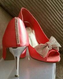 Ladies shoes ( size 5)