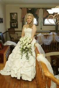 STUNNING BALL GOWN WEDDING DRESS WITH SWAVORSKI CRYSTALS