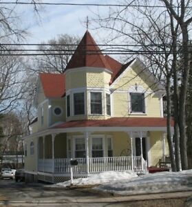 Two rooms in 5 Bedroom Apartment Steps from UNB Gates