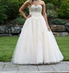 Wedding dress / Grad Dress