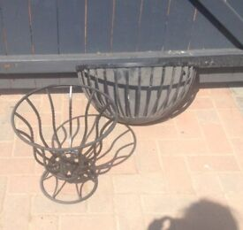 Metal floor standing planter and wall fixed metal planter