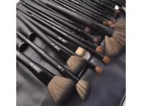 Brand-new 32pcs make up brush set for sale comes with case.