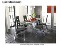 Modern glass top extenting dining table with 6 chairs.