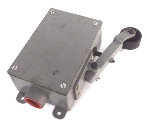 NEW REES 04939-100 LIMIT SWITCH RIGHT HAND 04939100