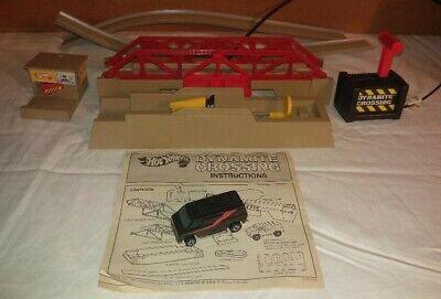 Hot Wheels 1984 Dynamite Crossing Complete w/ A-Team Black Super Van 1974 Works