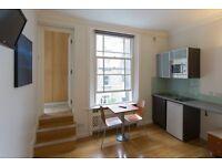 Studio flat in Inverness Terrace, Bayswater
