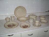 set de vaisselle de 49 pieces  pour 50.00