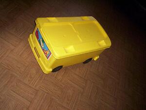 1997 Lego School Bus Ride On Storage Bin toy wood blocks &