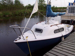 Voilier Siren 17 Sailboat with Motor and Trailer