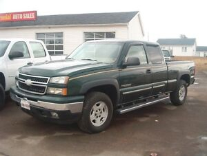 VERY LOW KMS 2006 CHEVROLET SILVERADO CREW 4X4