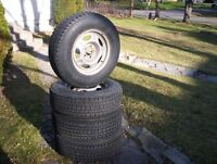 4 pneus d hiver sur jantes de Jeep Liberty 16 pces