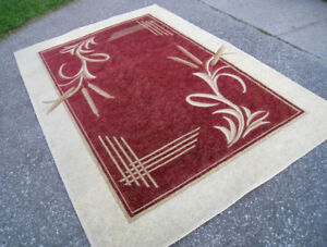 Slightly used clean Large 6.5' X 9.5' Area Rug in good clean con