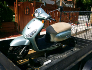 Selling my Honda SYM Fiddle 2 - 125 CC Scooter Mint.