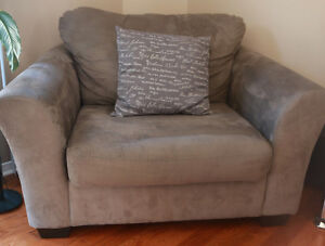 Grey single chair couch London Ontario image 1