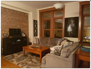 Amazing 2 Bedroom right Uptown on King!