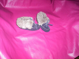 navy blue suede leather moccasins Made in Canada 6T slippers