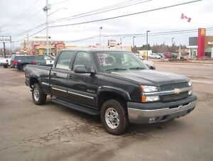 LOW KMS 4X4 2005 Chevrolet HD1500 Pickup Truck