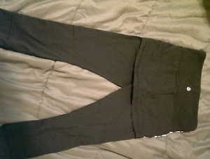 LULULEMON size 4 Capris with built-in short * Never Worn !! :) *