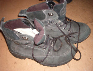 mens size 11 winter lined boots ex shape $6.00 can deliver