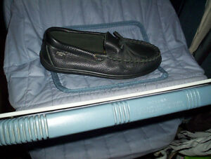 womens 8 Laurentian Chief black leather driving moccasins shoes